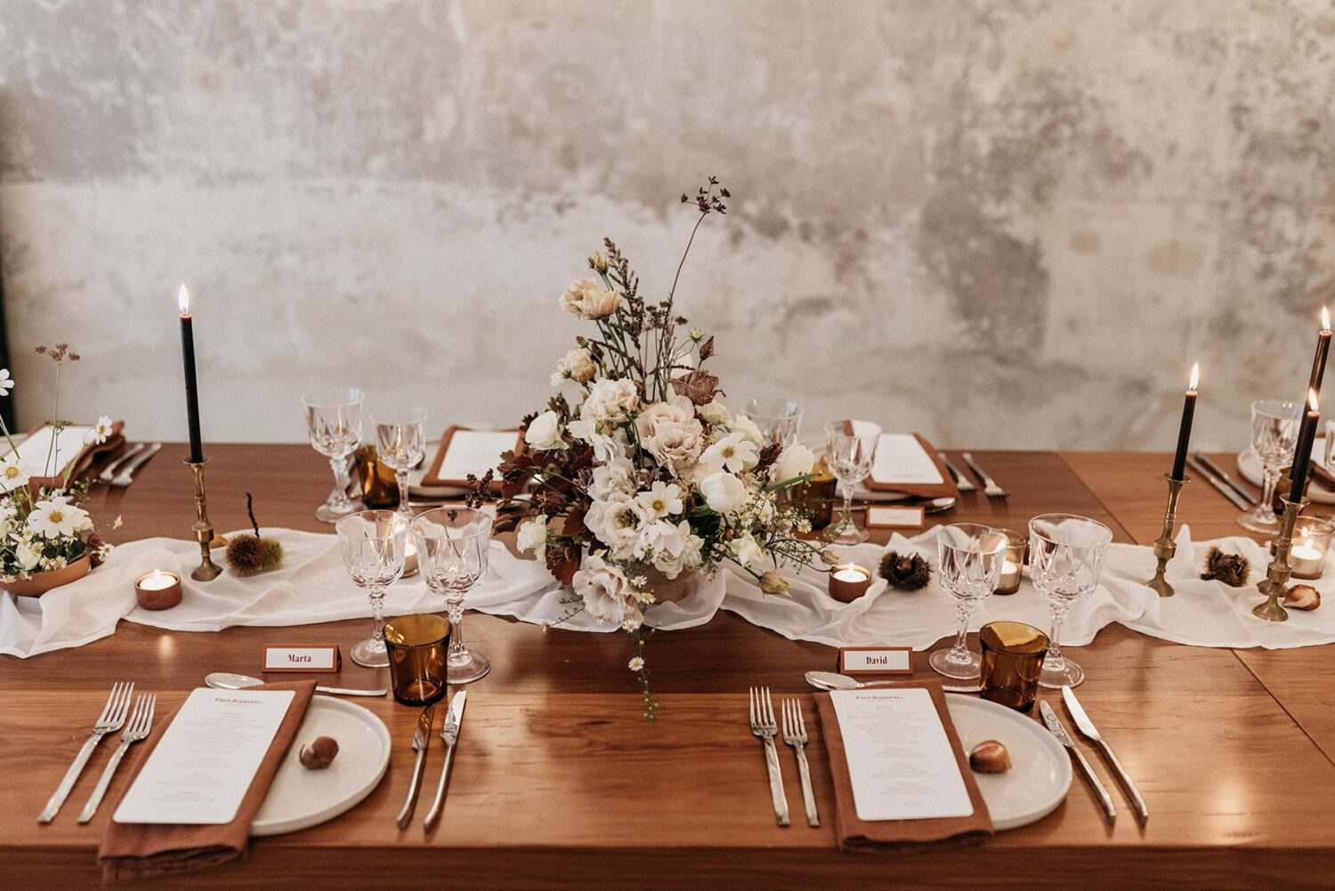 Detail of the styling, decoration and exquisite floral arrangements of the meal table at the launch event of Brava, such as a small and intimate wedding.