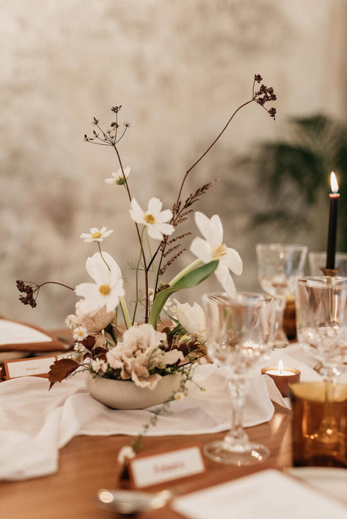 Detail of the decoration and floral arrangement in boho-chic style of the meal table at the Brava launch event, carefully planned as a small and intimate wedding.